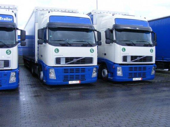 VOLVO 440, Cabin XL, r.v.2007, Euro 5, 4x2, low deck + náves SCHMITZ 2007